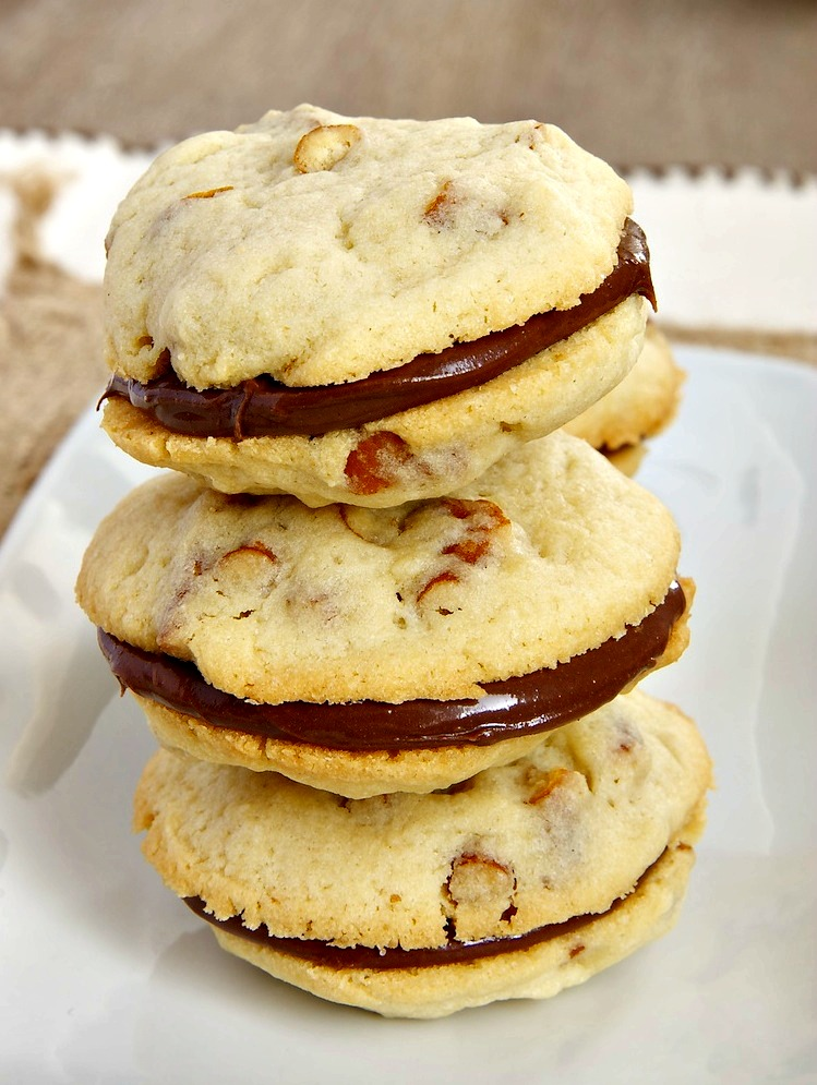 Pretzel Cookies with Chocolate-Hazelnut Filling